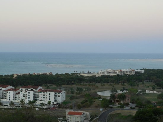 Richie's Cafe : View of coast around sunset