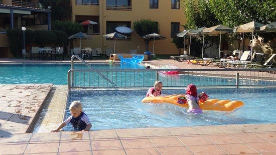Golden Sand Hotel: Golden Sand Pool
