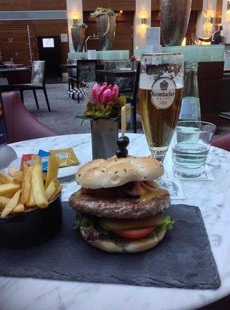 Eurostars Berlin Hotel: Burger wasn't very good...