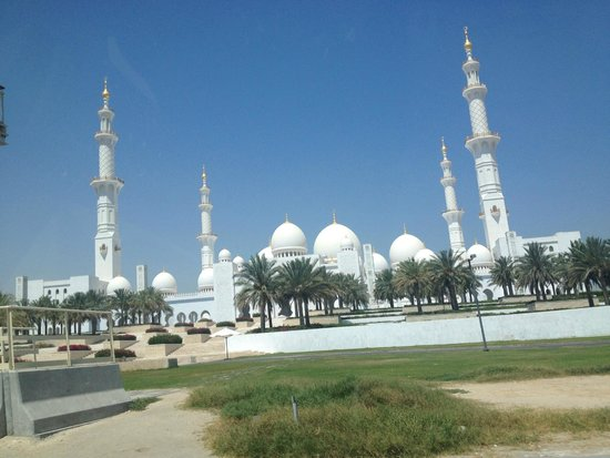 Mosquée Cheikh Zayed : From the parking lot