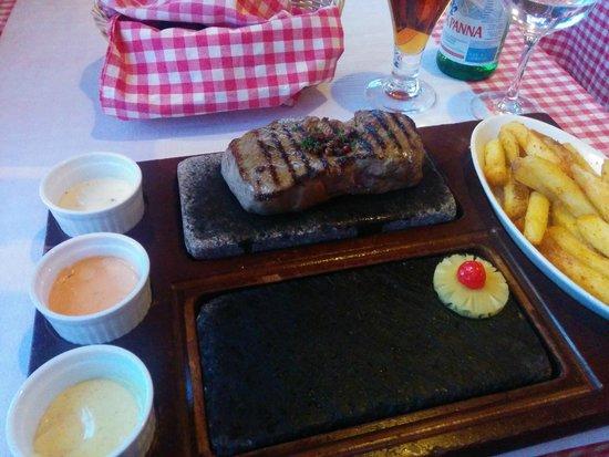 Rolli's Steakhouse Schlieren: Gentleman's Entrecote on Hot Stone