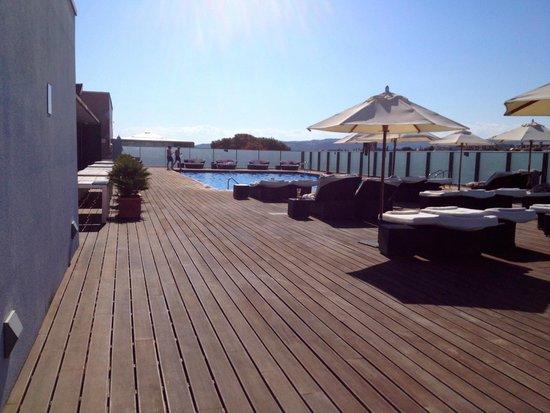 Le Meridien Ra Beach Hotel & Spa : la piscine découverte