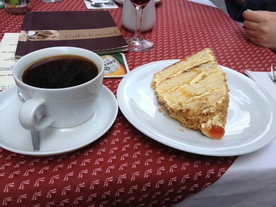 Cafe Knösel: Coffee with a crapton of rum and a slice of  Frankfurter kranz