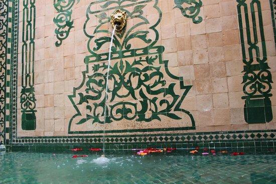 Riad Granvilier: Fountain in main area