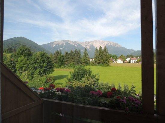 Kneipp-Kurhotel-Schonheitsfarm: Aussicht Richtung Westen zum Schneeberg