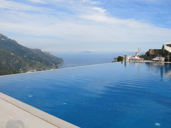 Belmond Hotel Caruso: The infinity pool