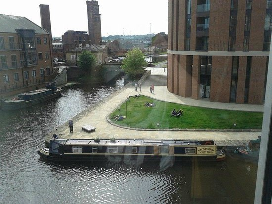 Leeds and Liverpool Canal: My view of the canal :)