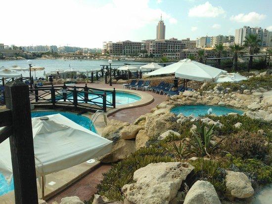 Radisson Blu Resort, Malta St Julian's: Pool area