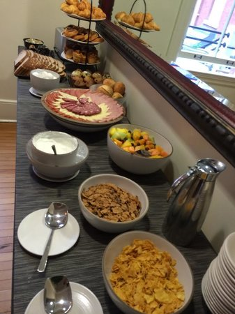 Inn at the Presidio: Daily breakfast buffet (not shown : hard boiled eggs, and oatmeal)