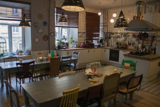 Soul Kitchen Junior Hostel: Кухня, на которой есть все! Покупайте продукты и готовьте любое блюдо.