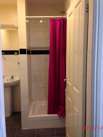 Stage Hotel: Shower room