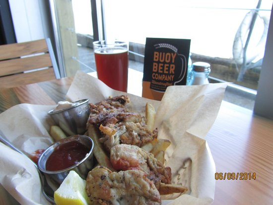 Buoy Beer Company: Red Ale and Oyster basket