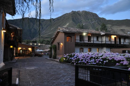 Sonesta Posadas del Inca Yucay: Hier geht es zur romantischen Kirche