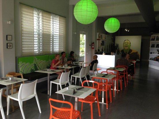 Lluvia Deli Bar & Artefacto: Interior of Lluvia