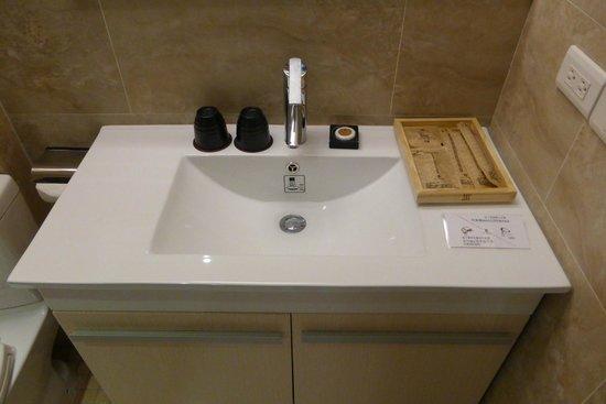 Via Hotel: Very clean sink