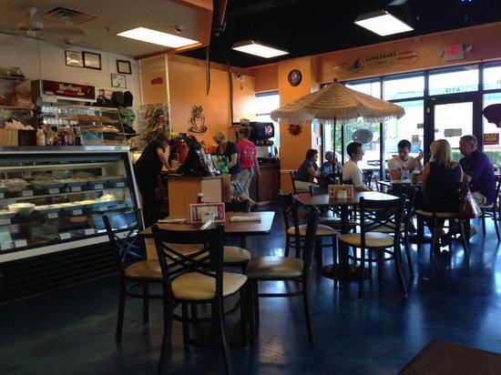 Paradise Deli & Grill: Interior
