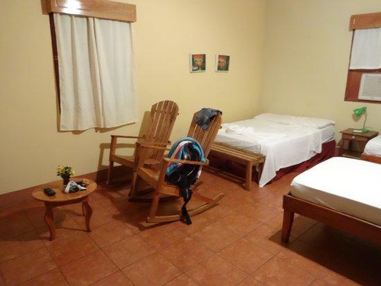 La Omaja Hotel and Restaurant: Room and Rockers