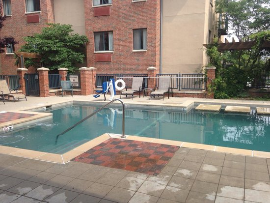 Hawthorn Suites by Wyndham Overland Park: pool