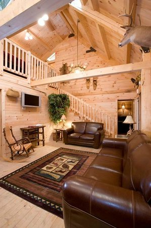 Swan Lake Resort: Log Cabin Living Room