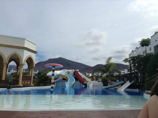 Gran Castillo Tagoro Family & Fun Playa Blanca: Piscine avec toboggans