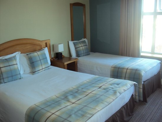 Woodlands Hotel: Bedroom with 2 singles and 1 double