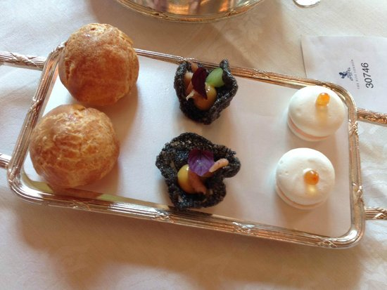 The Ritz London : Canapes