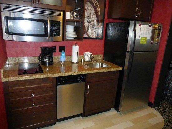 Residence Inn San Diego Downtown/Gaslamp Quarter: Kitchen Area