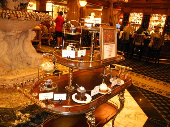 The Peabody Memphis: Cakes from the deli