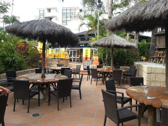 Park Club Europe Hotel: possibilité de manger des grillades dehors ( nourriture moyenne)