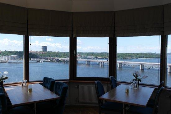 Scandic Foresta: Utsikt från restaurangen vi åt lunch på, magnifikt!
