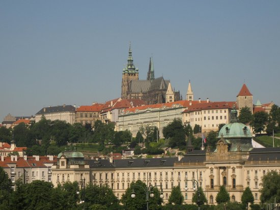 President Hotel Prague: 部屋の窓からのプラハ城(望遠です。)