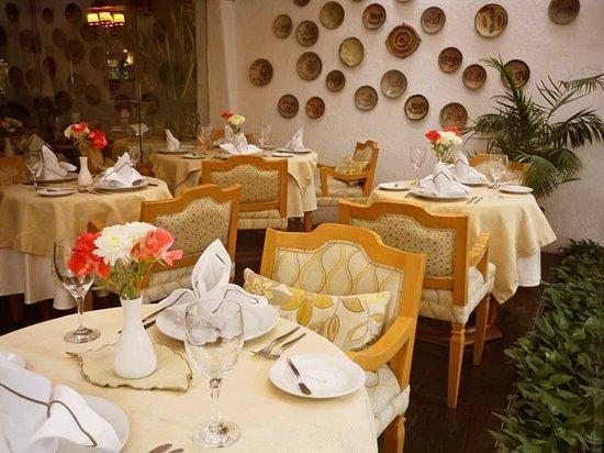 Antara Hotel: Terraza Restaurante
