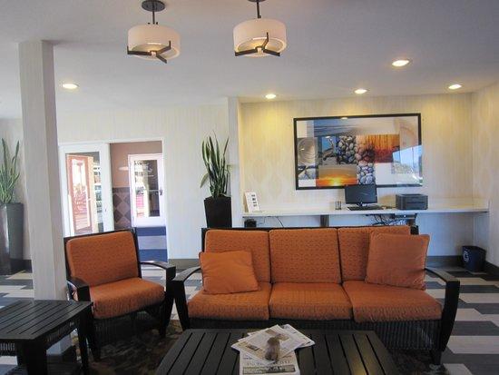 SeaCrest OceanFront Hotel: lobby