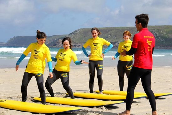 Smart Surf School: A private girls surf group