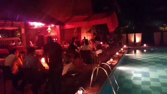 Le soir à la villa soudan