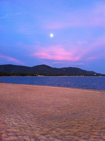 Full Moon setting at Sunrise, W Retreat Koh Samui, Maenam, Thailand