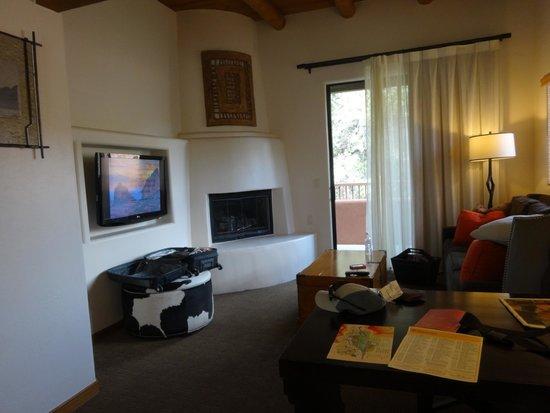 Enchantment Resort : Living space in junior suite 469