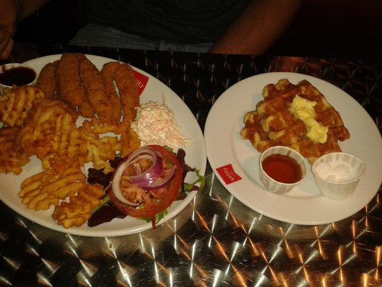 Rosie's Diner: Chicken and sweet waffles