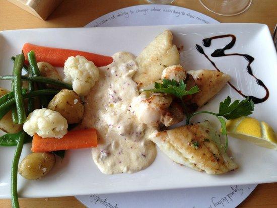 The Navigator Restaurant: Turbot with scallops... mmmmh lecker!!!