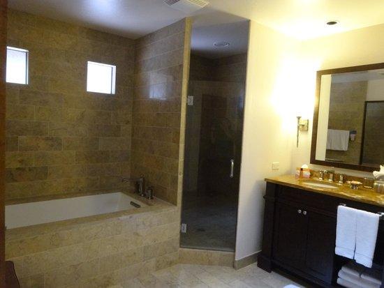 Enchantment Resort : Bathroom in junior suite 469