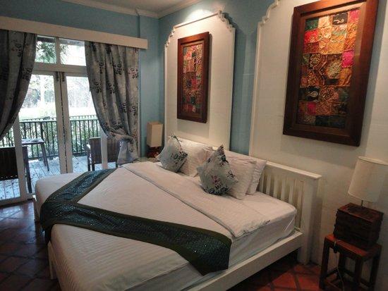 Letto extra king size - Picture of Tharaburi Resort, Sukhothai ...