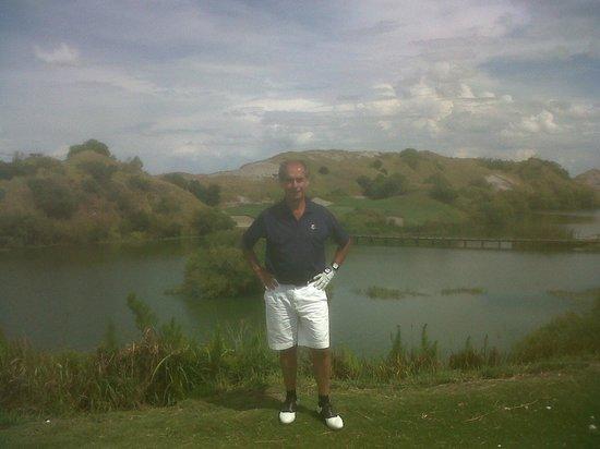 Streamsong Golf Clubhouse: Frente a un hoyo par 3 del Red course de 220 yardas con 190 yardas de agua antes!