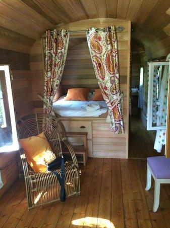 Hotel La Bastide du Bois Breant : la chambre de la roulotte