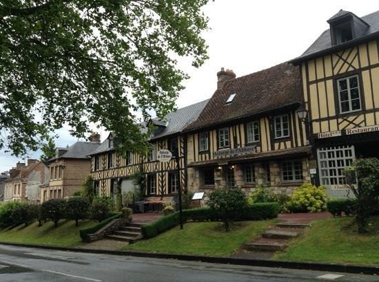 Auberge de L'Abbaye : Auberge e case a colombage