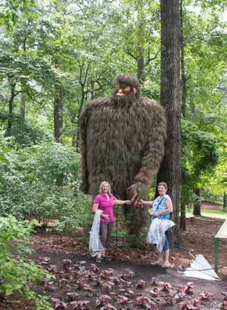 Garvan Woodland Gardens: Friendly big foot made with grasses weaved together