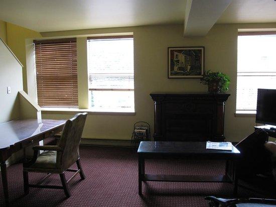 Swans Hotel & Brewpub: Family Suite