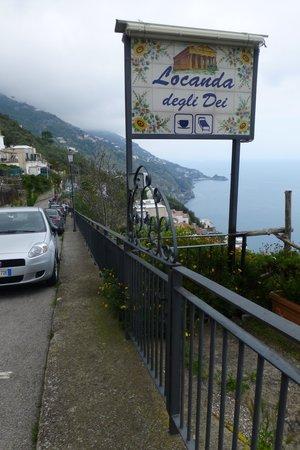 Locanda degli Dei : parcheggio vicino all'ingresso