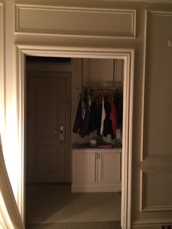Galata Antique Hotel: Entry and Dressing