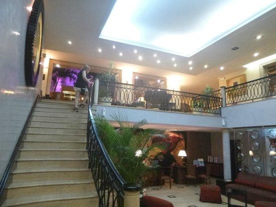 Hotel Saratoga: del Lobby hacia el bar