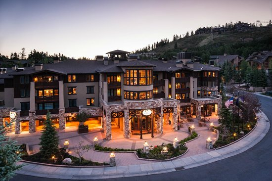 The Chateaux Deer Valley: Front of Hotel